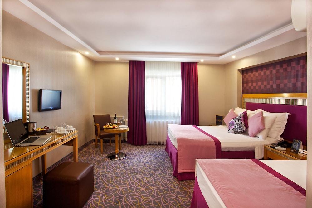image 1 at Carlton Hotel by Feyziye Cad No. 22 Sehzadebasi Istanbul Istanbul 34470 Turkey