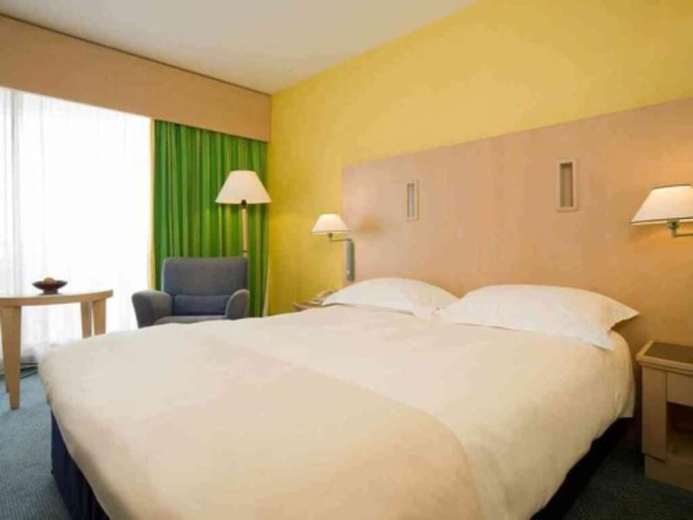 image 1 at Hotel Cannes Montfleury by 25 Avenue Beausejour Cannes Alpes-Maritimes 6400 France