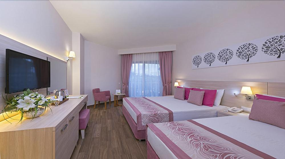 image 1 at Can Garden Resort Hotel by Üçtepeler Mahallesi Turizm Cad. no:15 Çolaklı - Manavgat Side Antalya 07600 Turkey