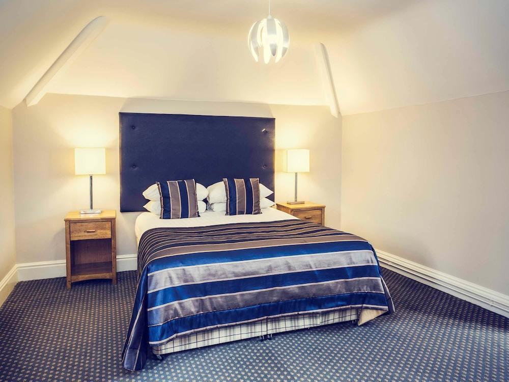 image 1 at Mercure Warwickshire Walton Hall Hotel & Spa by Walton Wellesbourne Warwick England CV35 9HU United Kingdom