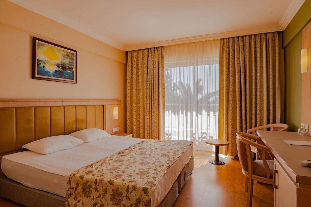image 1 at Throne Seagate Belek Hotel by Bogazak Mh Akdeniz Cad Bogazkent Belek Antalya 07515 Turkey
