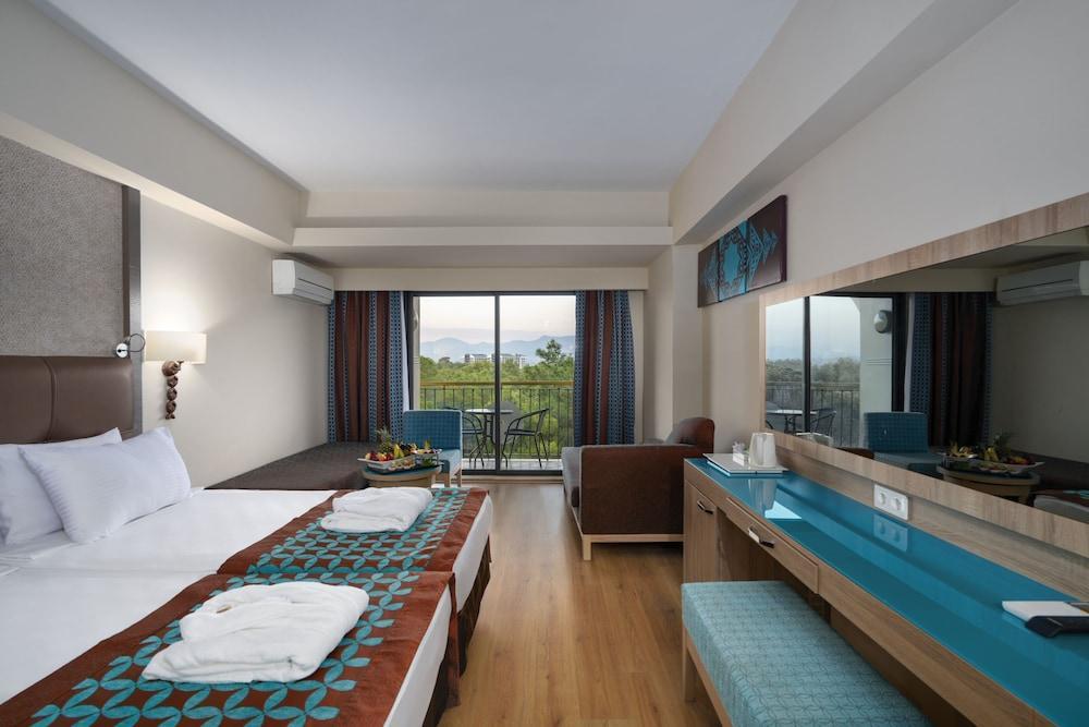 image 1 at Nashira Resort Hotel & Aqua - Spa - All Inclusive by Titreyengol Mevkii Side Antalya 07600 Turkey