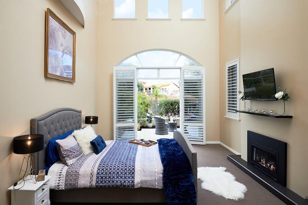 image 1 at Sorrento Beach Manor by 54a Kempenfeldt Ave Sorrento WA Western Australia 6020 Australia