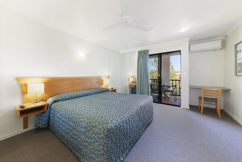 image 1 at Parkview Apartments by 41-49 Russell Street South Brisbane QLD Queensland 4101 Australia