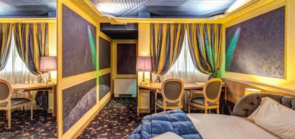 image 1 at Hotel Motel Regal by VIA VERDI 10 Vermezzo 20080 Italy