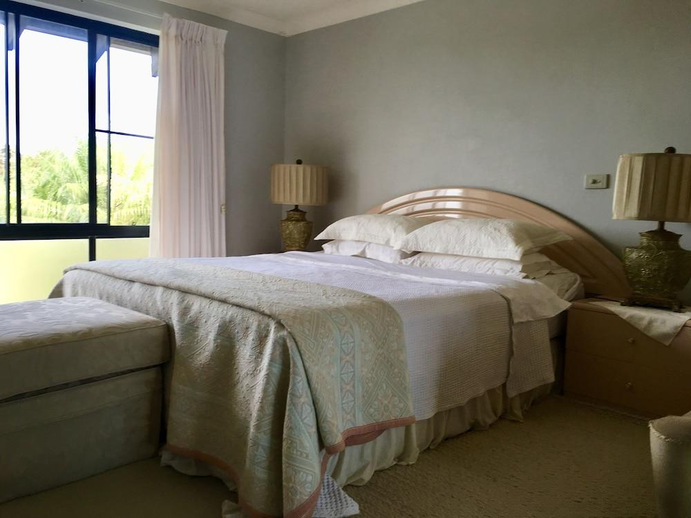 image 1 at Seaview Bed and Breakfast by 2 Skyline Place Bonny Hills NSW New South Wales 2445 Australia