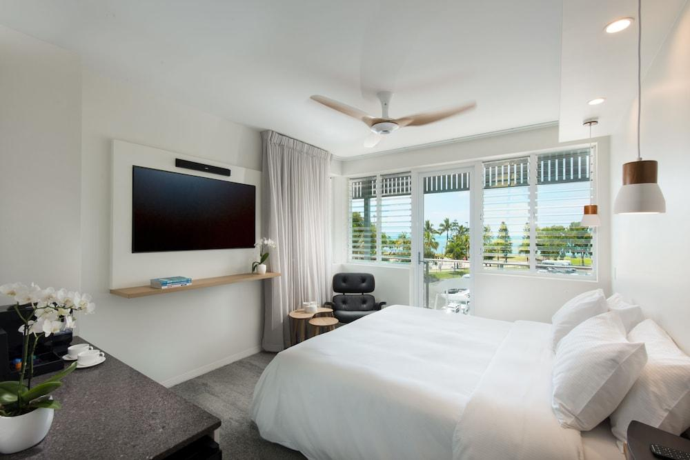 image 1 at Heart Hotel and Gallery Whitsundays by 277 Shute Harbour Road Airlie Beach QLD Queensland 4802 Australia
