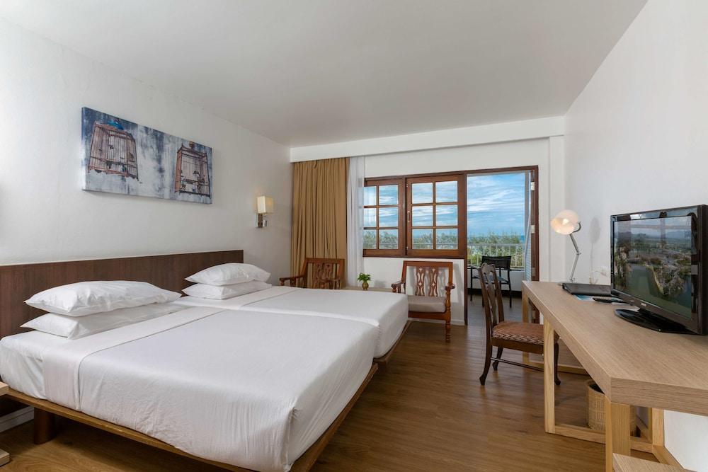 image 1 at Best Western Phuket Ocean Resort by 562 Patak Road, Karon Beach Karon Phuket 83100 Thailand