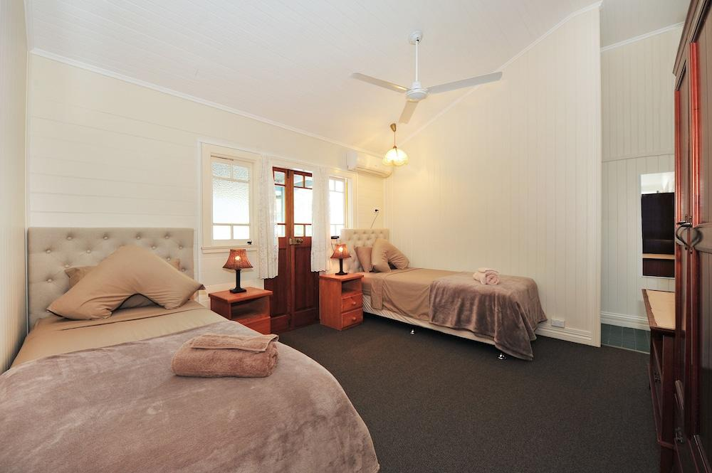 image 1 at Lilybank Guest House by 75 Kamerunga Road Stratford QLD Queensland 4870 Australia