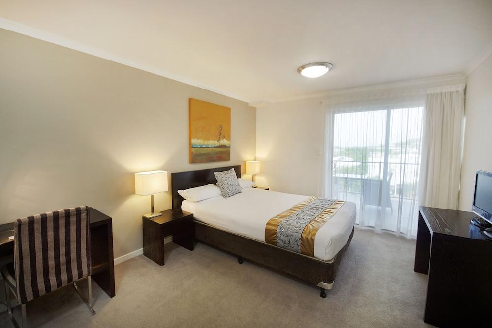 image 1 at Gladstone City Central Apartment Hotel by 66 Oaka Lane Gladstone QLD Queensland 4680 Australia