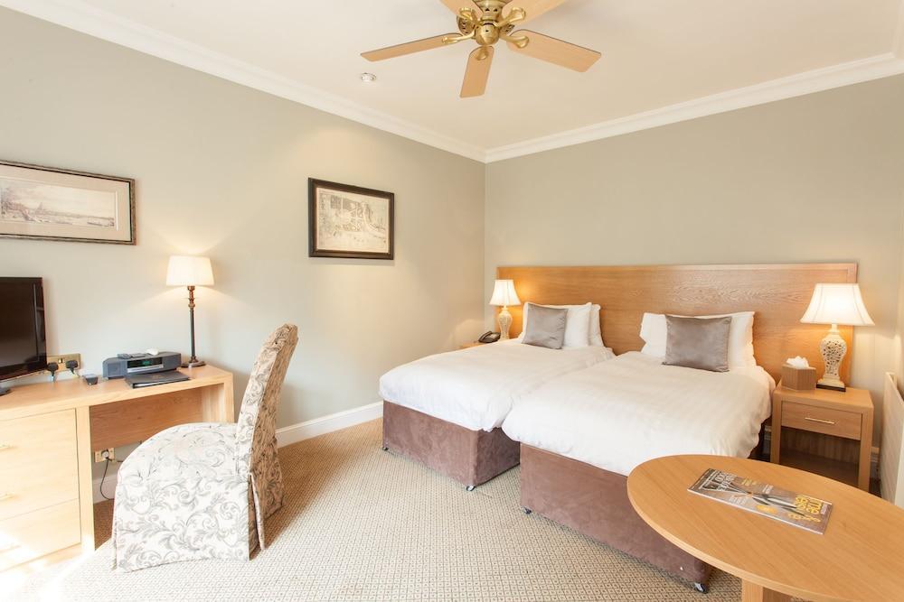 image 1 at Warren House by Warren Road Kingston Upon Thames England KT2 7HY United Kingdom