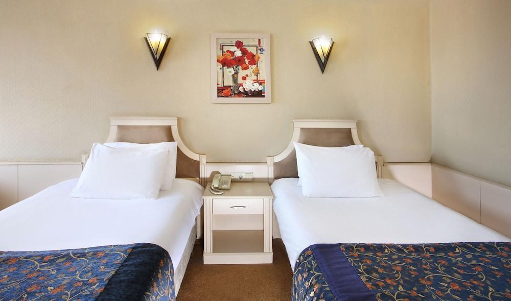 image 1 at Berr Hotel by Akdeniz Cad No 78 Fatih Istanbul Istanbul 34080 Turkey