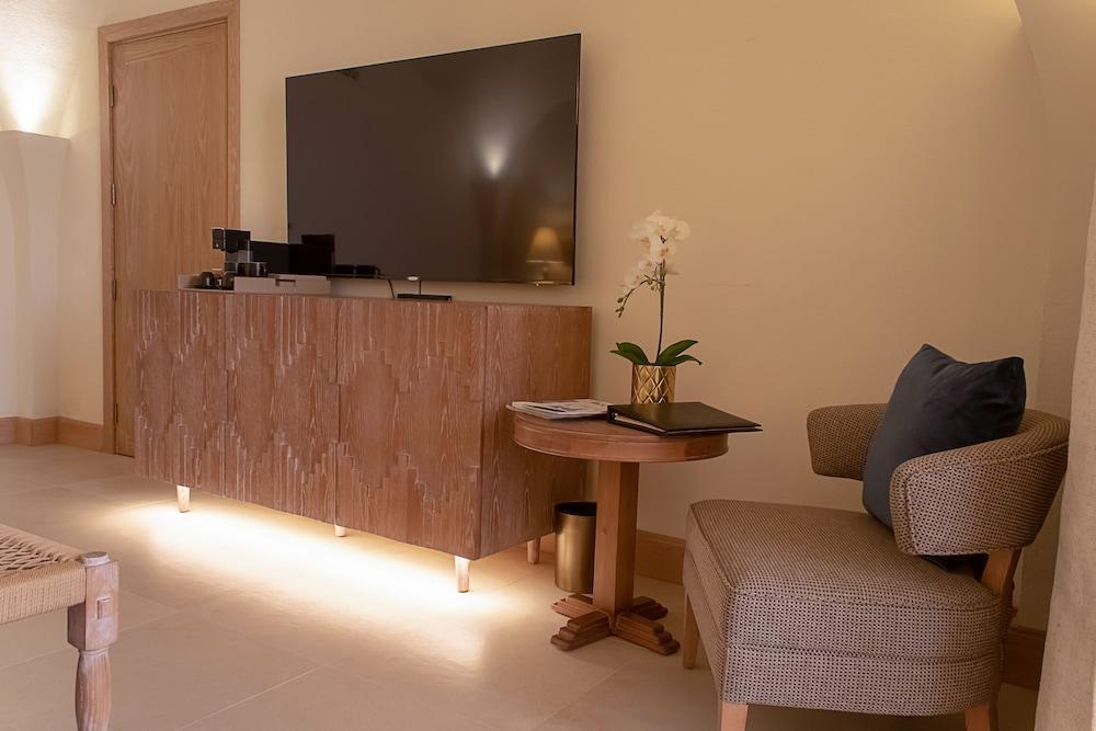 image 1 at Liwa Hotel Abu Dhabi by Liwa Mezairaa Mezaira'a Abu Dhabi United Arab Emirates