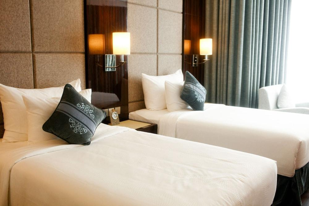 image 1 at Central Luxury Ha Long Hotel by 01 BLock H29, Hung Thang Ward Ha Long Quang Ninh 01000 Vietnam