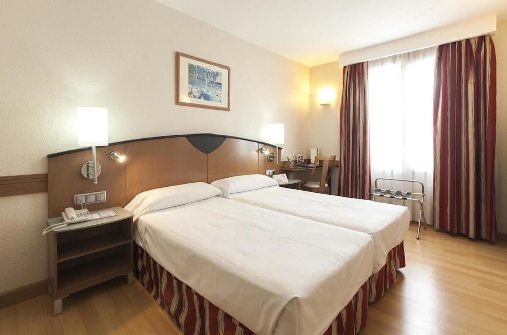 image 1 at Hotel Albret by Calle Ermitagana, 3 Pamplona Navarra 31008 Spain