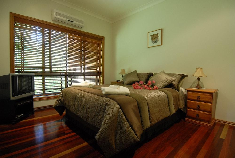 image 1 at Hibiscus Lodge Bed & Breakfast by 5B Kurrajong Close Wongaling Beach Wongaling Beach QLD Queensland 4852 Australia