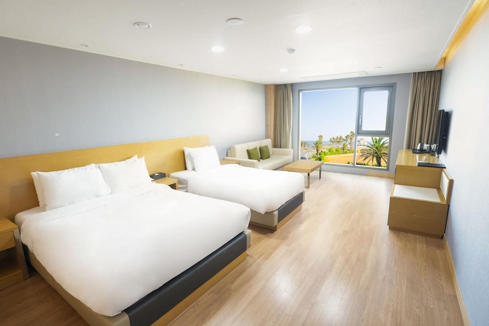 image 1 at Uni Hotel Jeju by 656, Aewolhaean-ro Aewol-eup Jeju City Jeju 695-905 South Korea