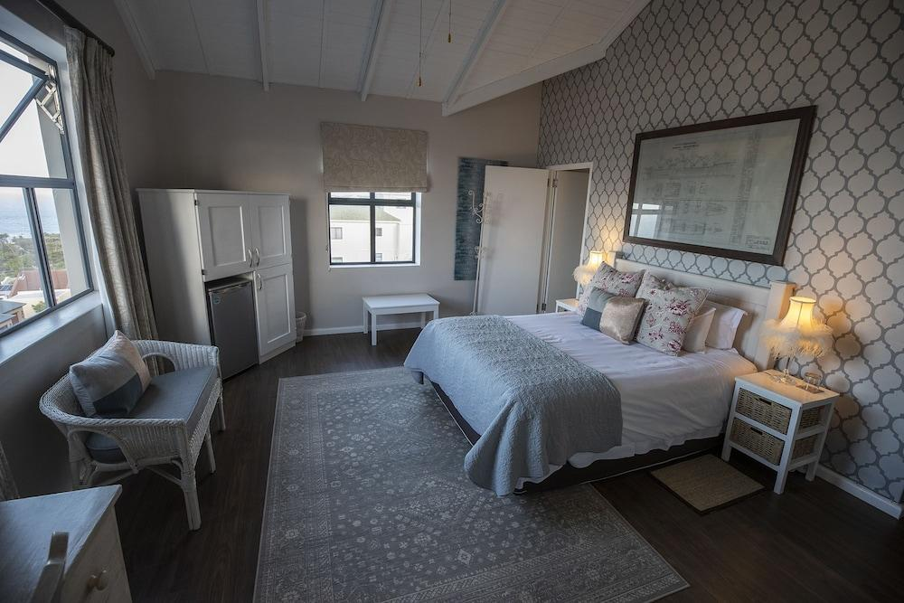 image 1 at Mariner Guesthouse by 12 Harbour Heights Close Simon's Town Cape Town Western Cape 7975 South Africa