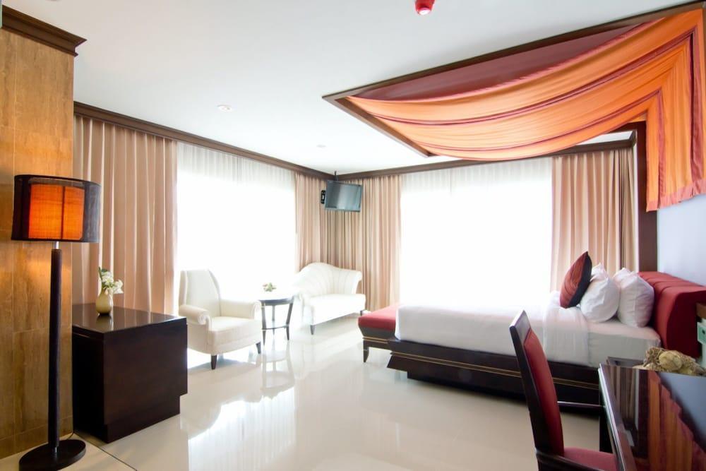 image 1 at Welcome World Beach Resort & Spa by 439/8-9 Moo 12, Thuppraya Rd. Dongtarn Beach, Nongprue Pattaya Chonburi 20150 Thailand