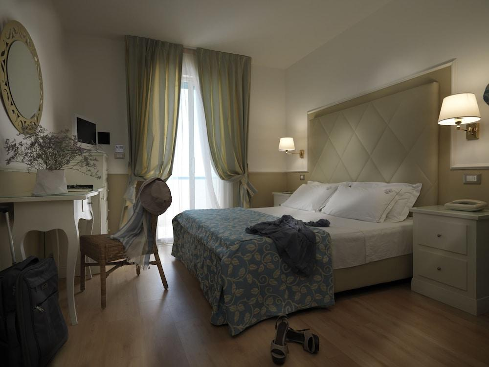 image 1 at Hotel Le Soleil by Via Treviso 3 Jesolo VE 30016 Italy