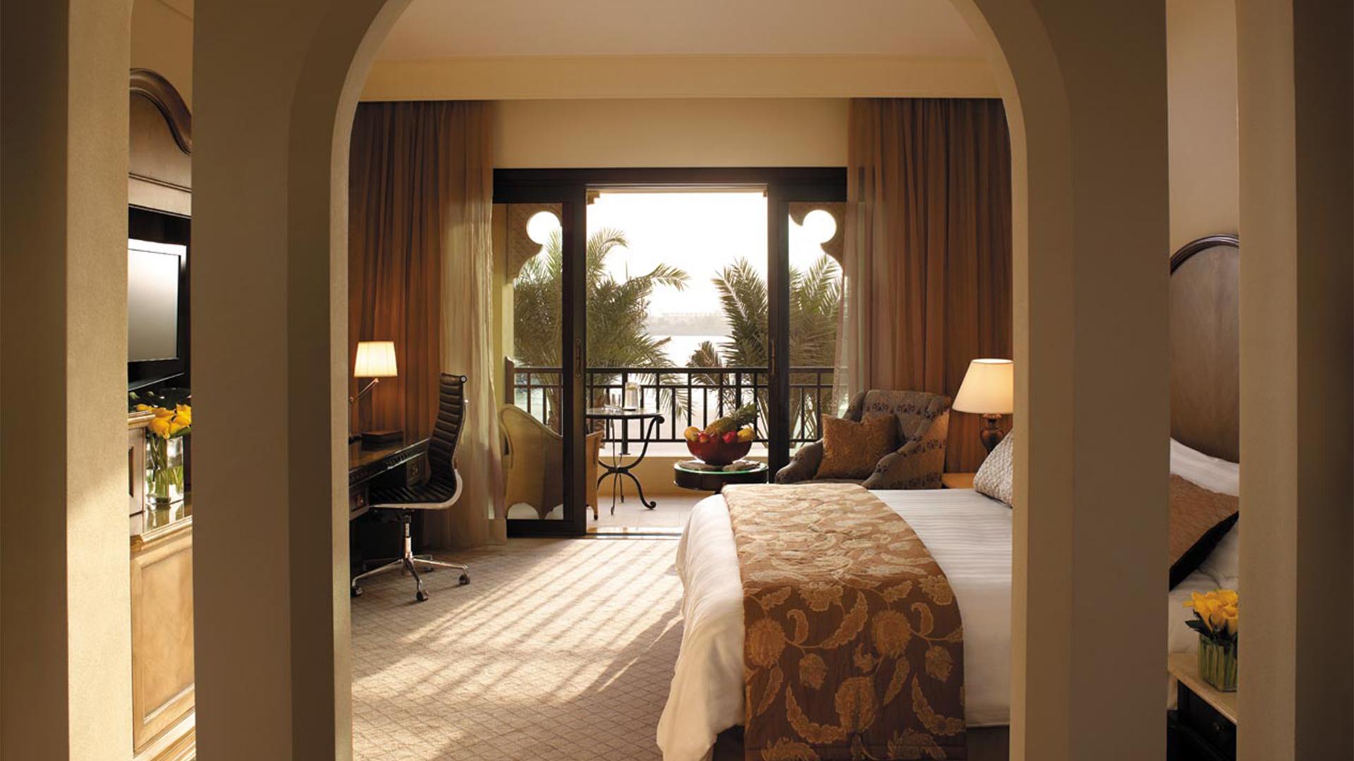 Deluxe Room image 1 at Shangri-La Hotel, Qaryat Al Beri, Abu Dhabi by null, Abu Dhabi, United Arab Emirates