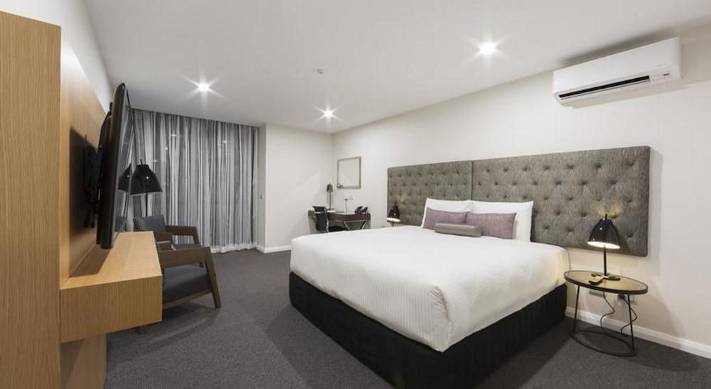 image 1 at Avenue Hotel Canberra by 80 Northbourne Avenue Braddon ACT Australian Capital Territory 2612 Australia