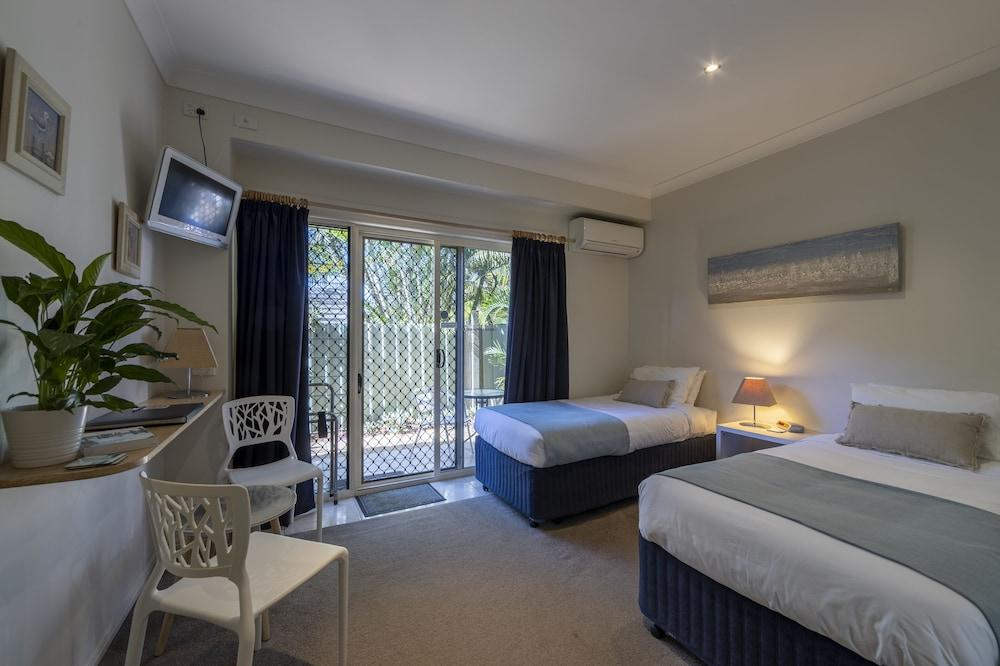 image 1 at Beach House Bed & Breakfast by 20 Thompson Cres Clontarf QLD Queensland 4019 Australia