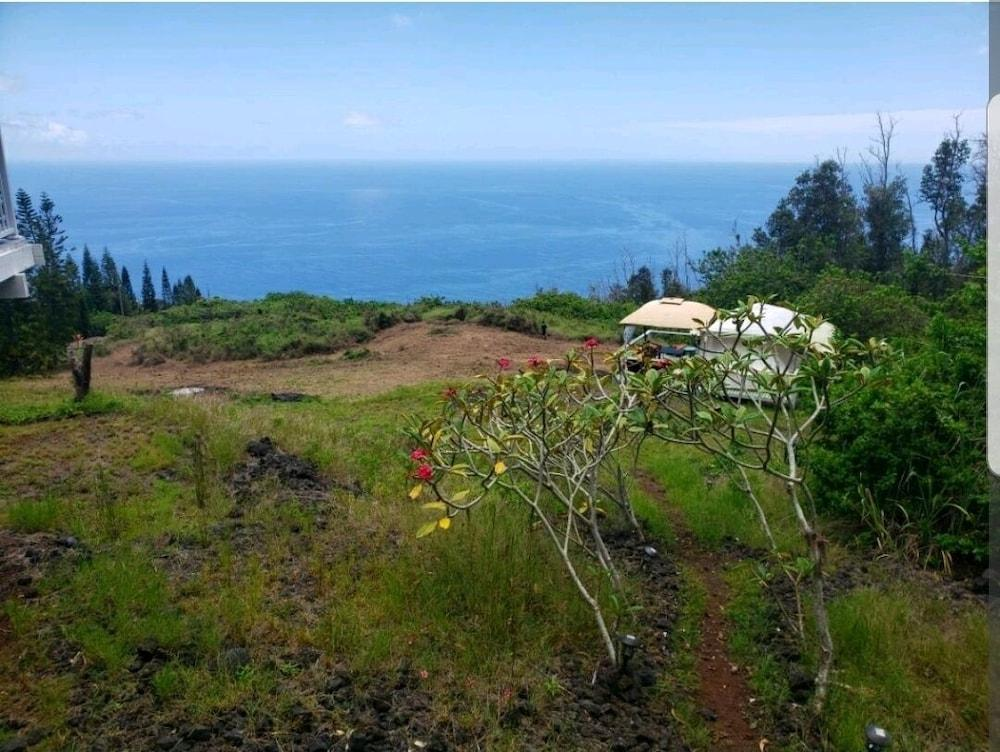 image 1 at Plumeria Grove Cottage by 87-2865 Mamalahoa Hwy Captain Cook HI Hawaii 96704 United States