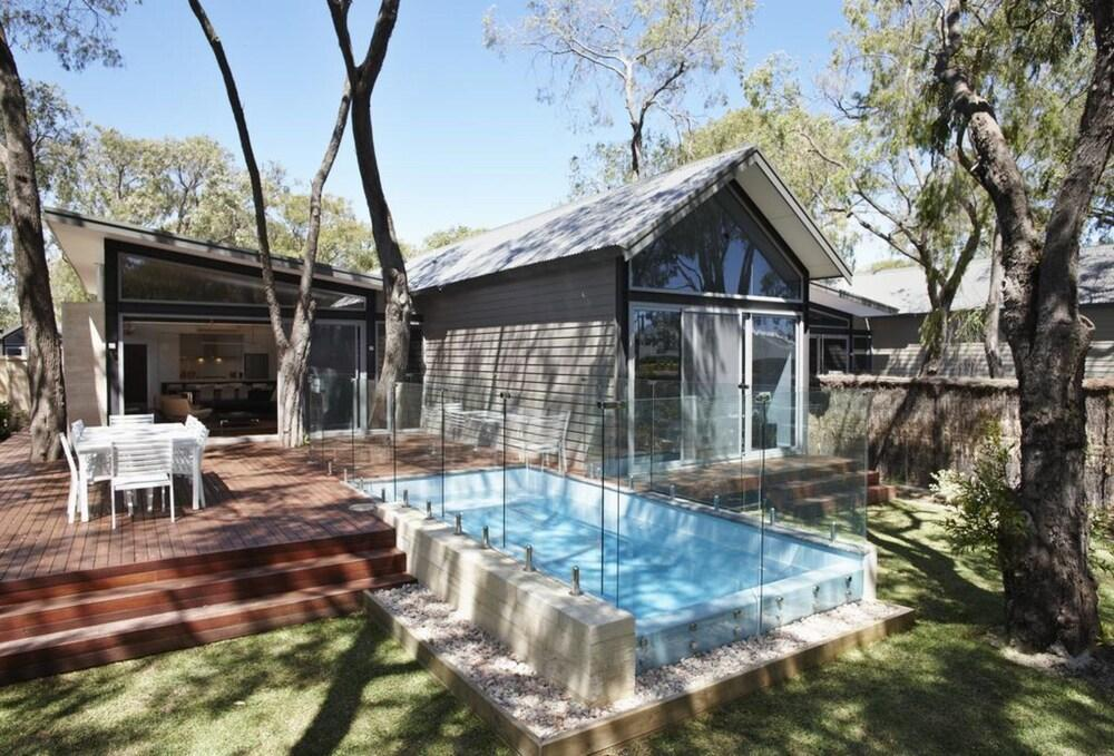 image 1 at Aqua Resort Busselton by 605 Bussell Highway Broadwater WA Western Australia 6280 Australia