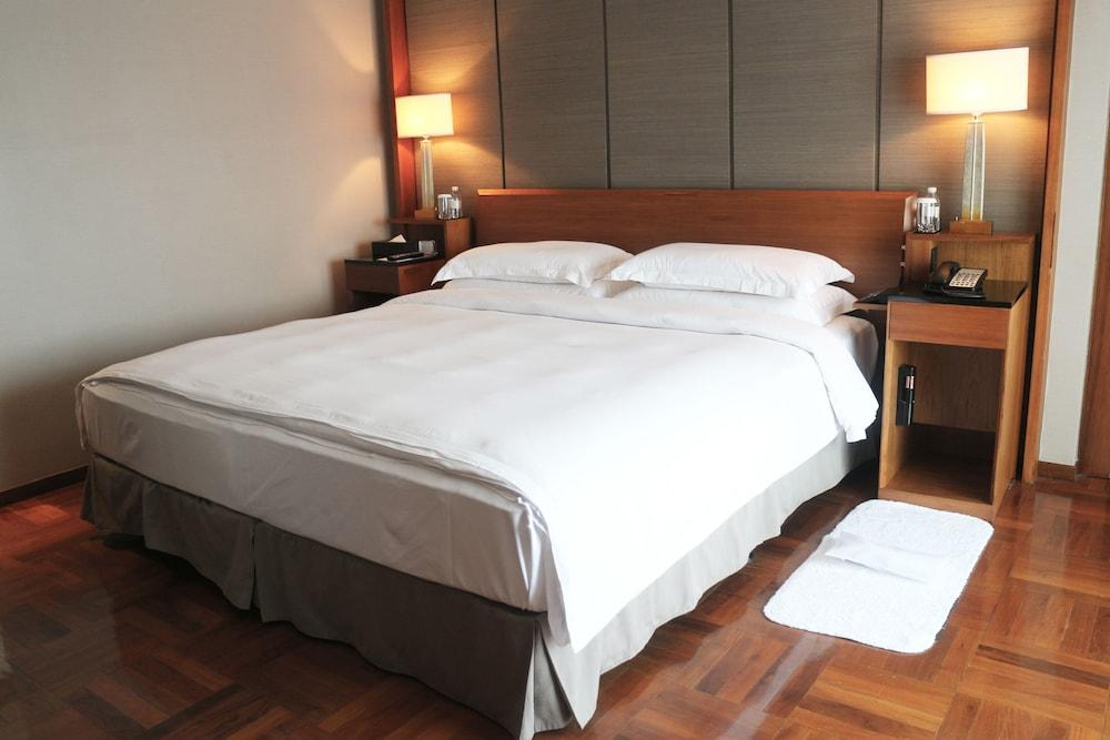 image 1 at Les Suites Orient, Bund Shanghai by 1 East Jinling Road Shanghai Shanghai 200002 China