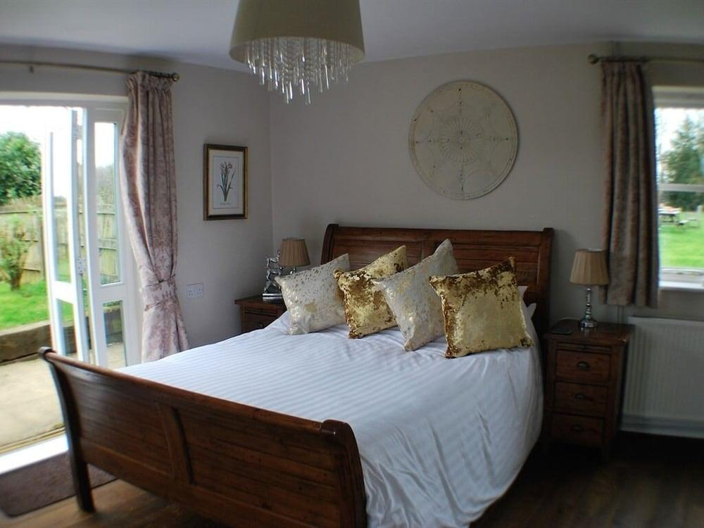 image 1 at The Bowl Inn by Egg Hill Road Ashford England TN27 0HG United Kingdom