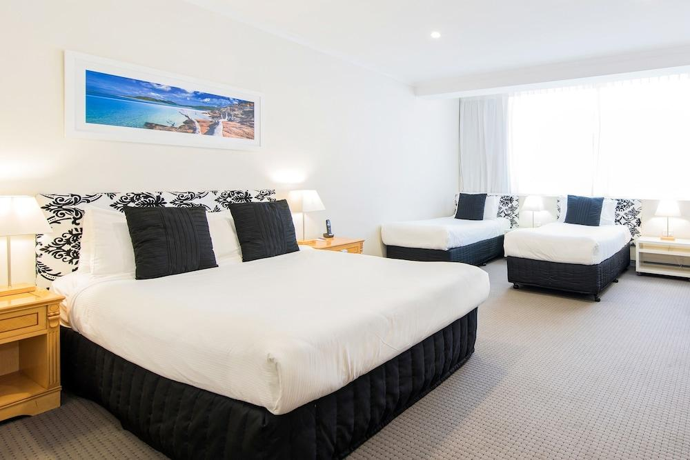 image 1 at Mercure Charlestown by 109 Madison Drive Adamstown Heights NSW New South Wales 2290 Australia