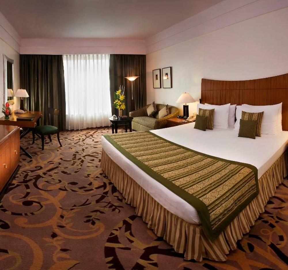 image 1 at Radisson Blu Hotel Noida by L 2 Sector 18 Noida Uttar Pradesh 201301 India