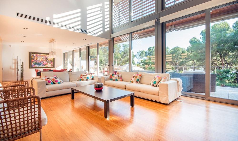 image 1 at Tamarit Grand Design Villa TH02 by Carrer Foixarda, 10 Tarragona 43007 Spain