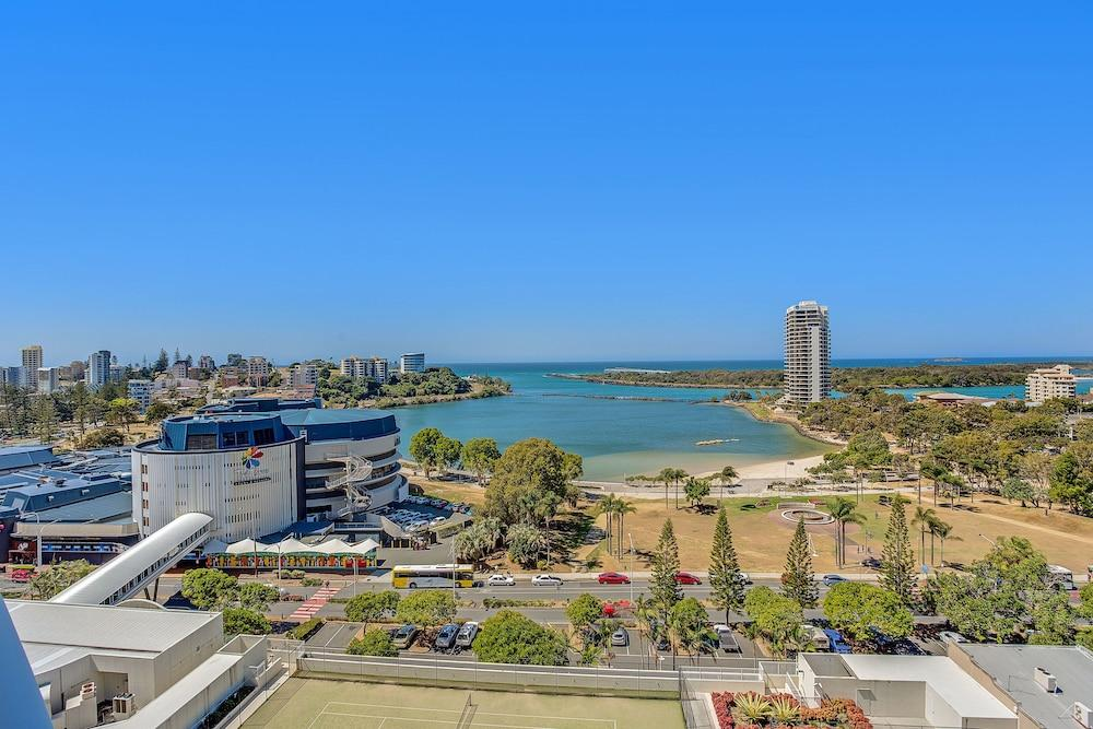 image 1 at Mantra Twin Towns by Corner of Griffith St & Wharf St Coolangatta QLD Queensland 4225 Australia