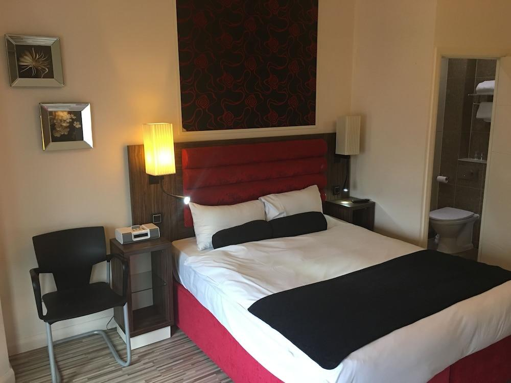 image 1 at Simply Rooms & Suites by 21 Avonmore Road, Kensington London England W148RP United Kingdom