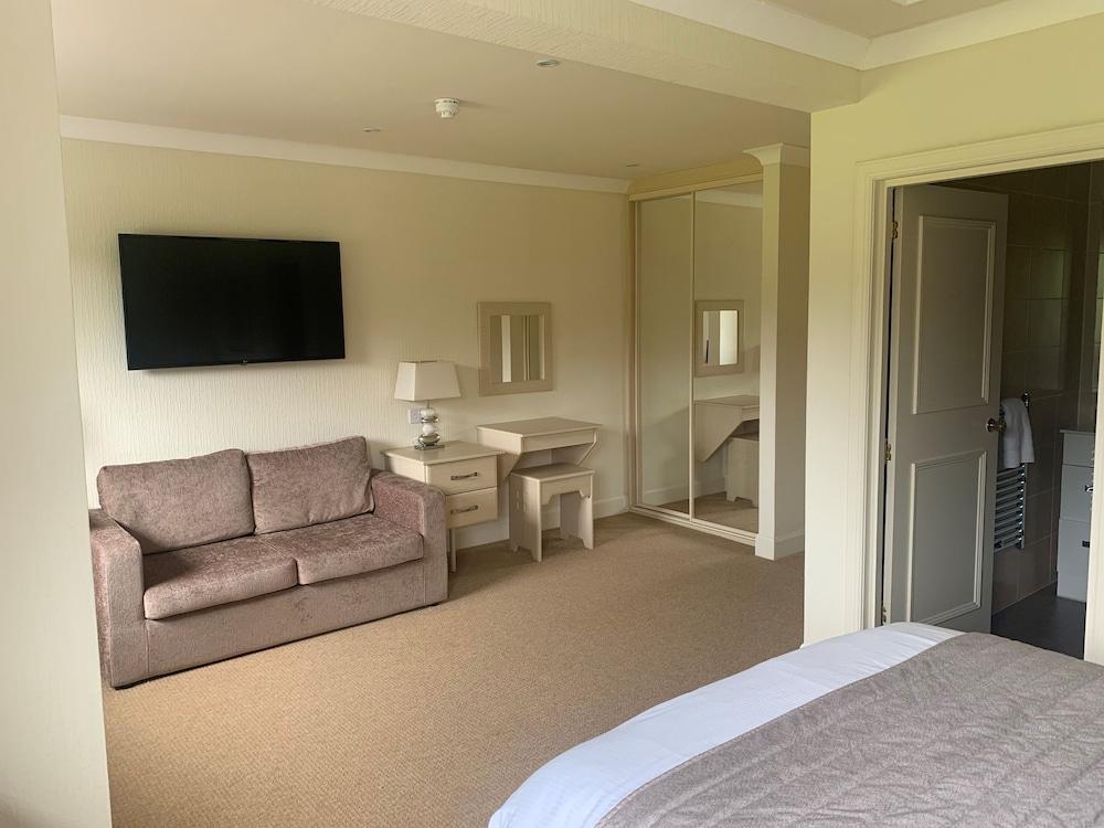 image 1 at Duck Bay Hotel by Duck bay Hotel Alexandria Scotland G83 8QZ United Kingdom