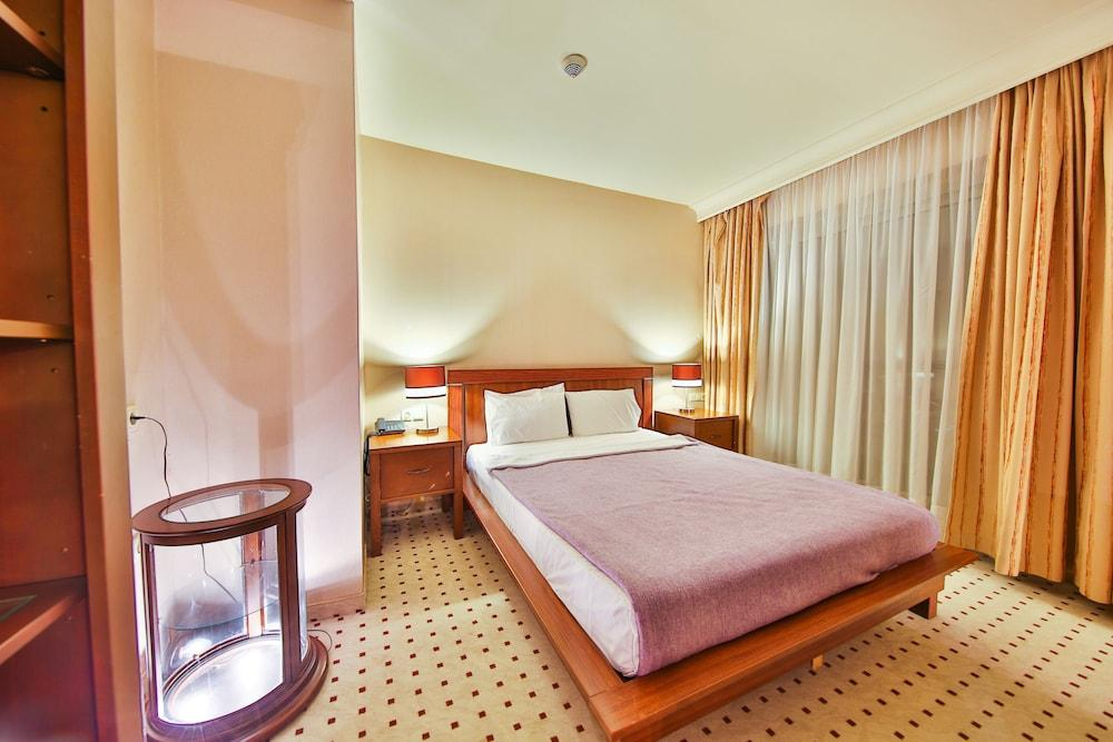 image 1 at Marina Hotel &Suites by Türkmen Mahallesi Atatürk Bulvarı 3 sok Yat Limani Karisi Kusadasi Aydin 09400 Turkey