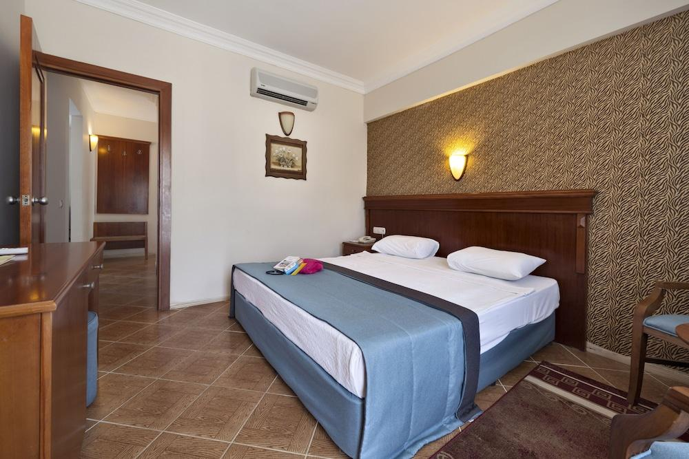 image 1 at Crystal Hotel Bodrum - All Inclusive by Burun Mevkii 25319 Gumusluk Bodrum Mugla 48900 Turkey