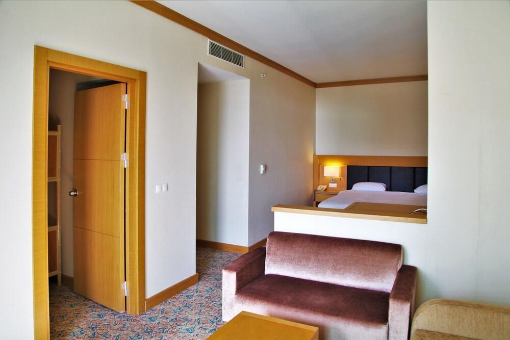 image 1 at Adrina Termal Health & SPA Hotel by Iskele mh. Orman Kampi cd. No: 2 Güre Edremit Balikesir 10300 Turkey