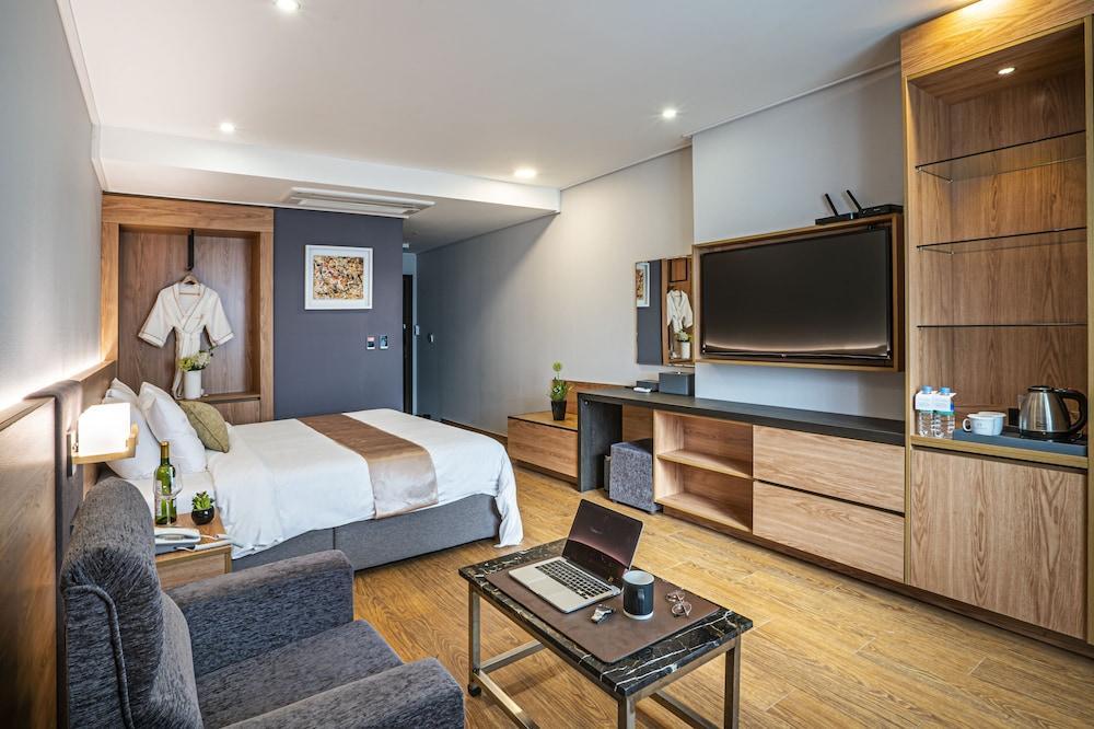 image 1 at Embledon Hotel by 869, Jungang-daero, Danwon-gu Ansan Gyeonggi-do 15359 South Korea