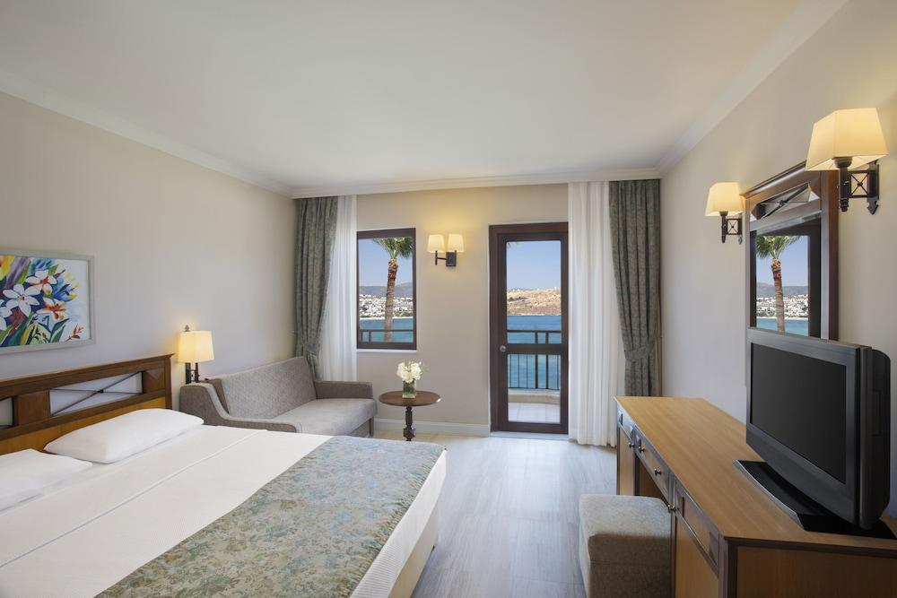 image 1 at Asteria Bodrum Resort - All Inclusive by Asarlik Mevkii Guembet Bodrum Mugla 48400 Turkey