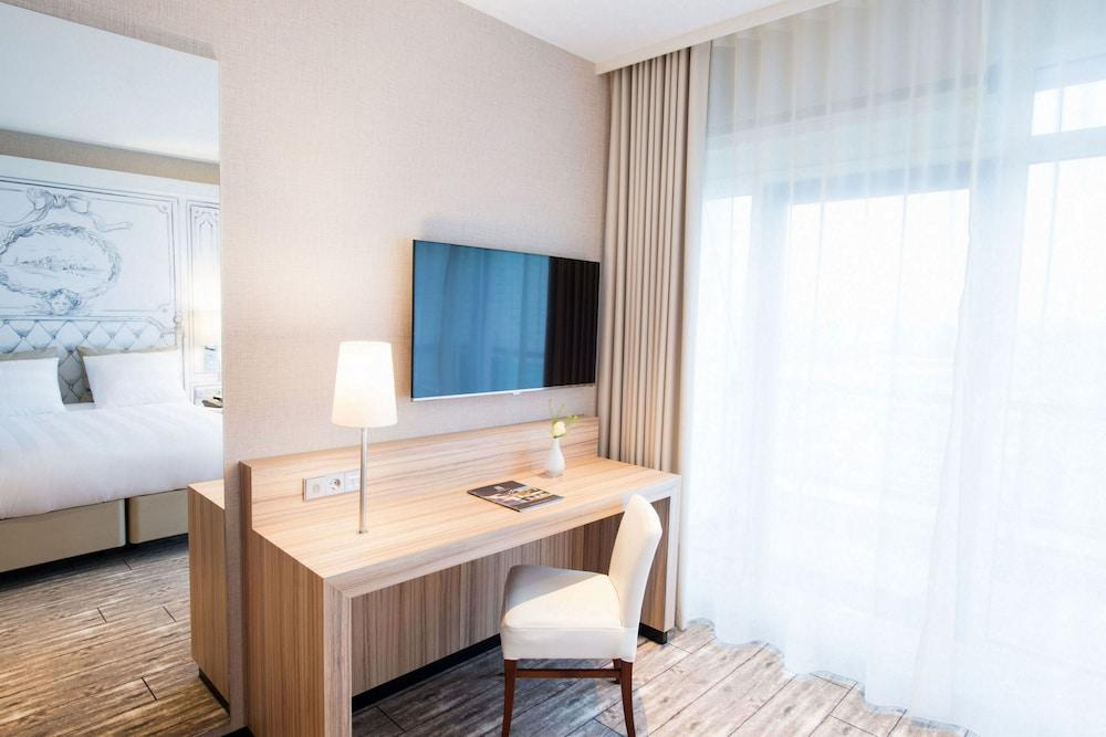 image 1 at Van der Valk Hotel Schiphol A4-Amsterdam Airport by Rijksweg A4, 3 Hoofddorp 2132 Netherlands