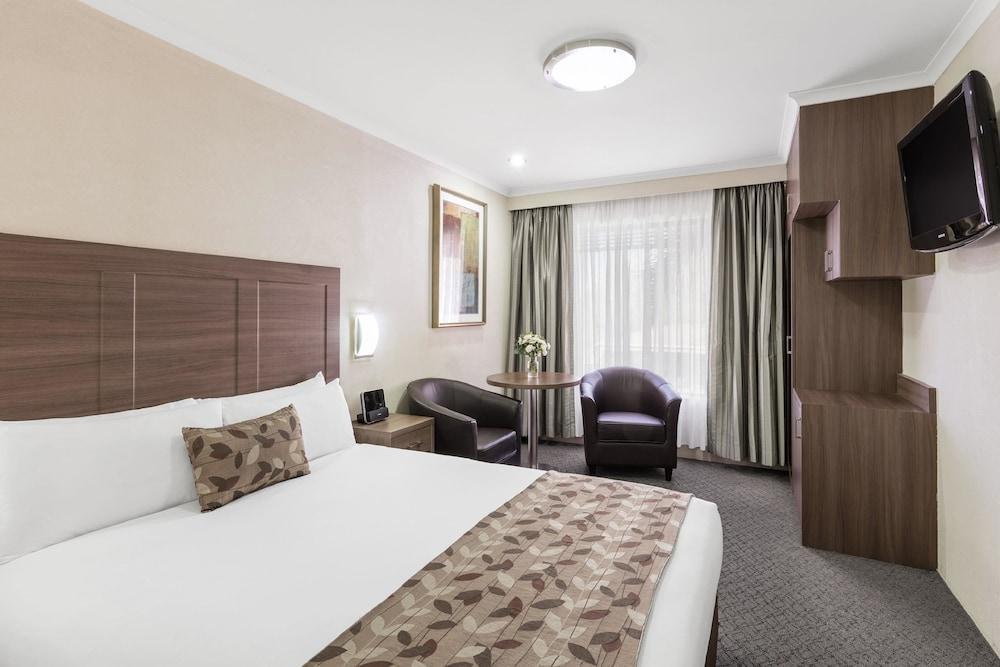 image 1 at Garden City Hotel, Best Western Signature Collection by 55 Jerrabomberra Avenue Narrabundah ACT Australian Capital Territory 2604 Australia