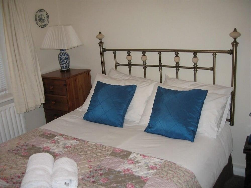 image 1 at Avonlea Guest House by 41 Southam Road Banbury England OX16 2EP United Kingdom