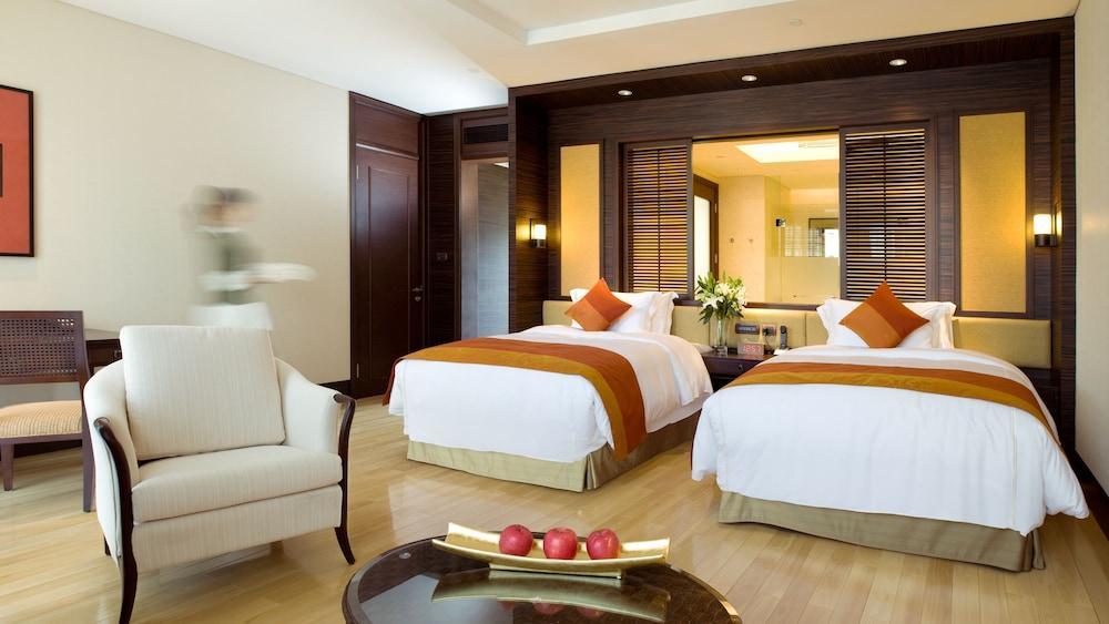 image 1 at InterContinental Huizhou Resort, an IHG Hotel by No 1 Wenquan Dadao Hengli Town Huizhou Guangdong 122418 China