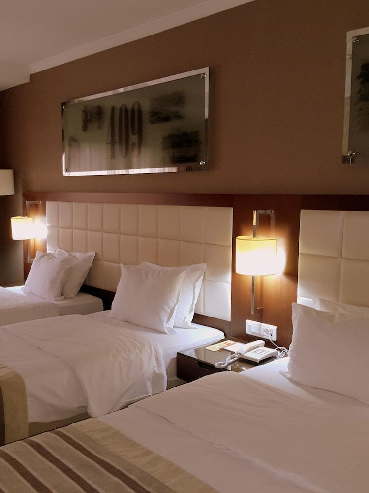 image 1 at Kent Hotel Istanbul by Ordu Cad. No:29 Beyazit Istanbul 34490 Turkey