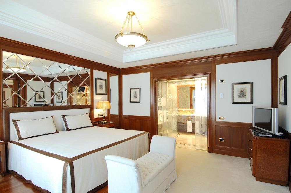 image 1 at Royal Hotel Carlton by Via Montebello 8 Bologna BO 40121 Italy