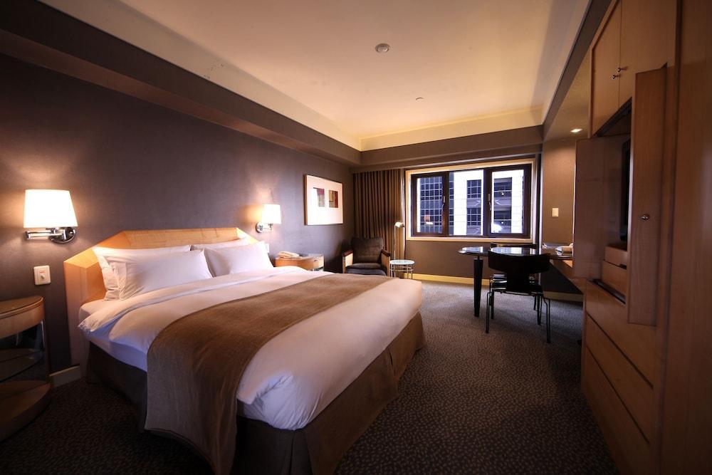image 1 at Ambassador Hotel Kaohsiung by 202, MingSheng 2nd Road Kaohsiung 801 Taiwan