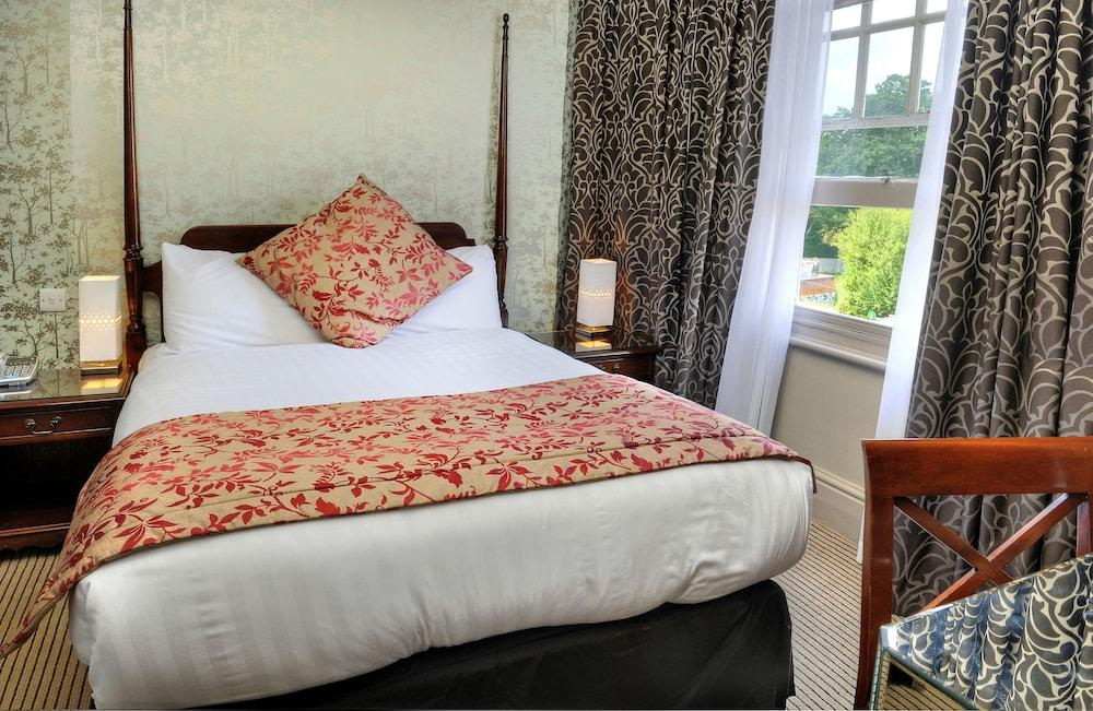 image 1 at The Crown Manor House Hotel by High Street Lyndhurst England SO43 7NF United Kingdom